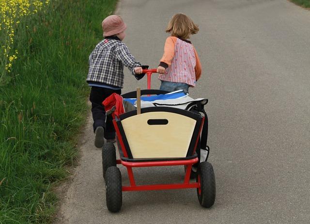 Alter Bollerwagen mit Heu